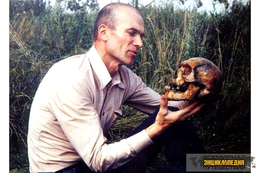 Игорь бурцев с черепом потомка гоминоида
